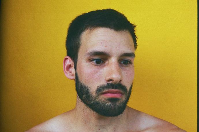 006d96GTgy1ft3q8l4e0qj30j60cs75m - Portraits at home by James Barnett, a series against yellow黄色背景的艺术