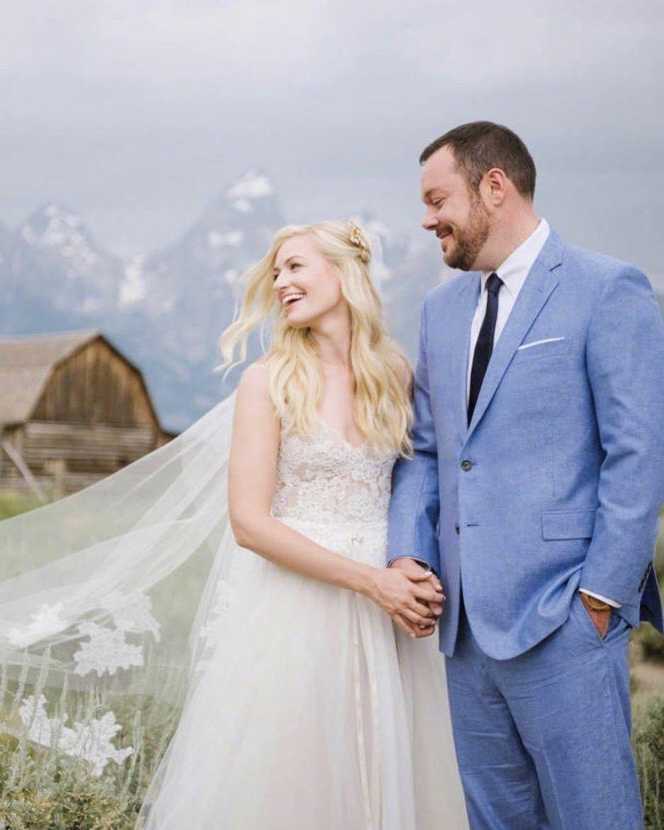 2018072408581856 - 《破产姐妹》Caroline扮演者Beth Behrs结婚了
