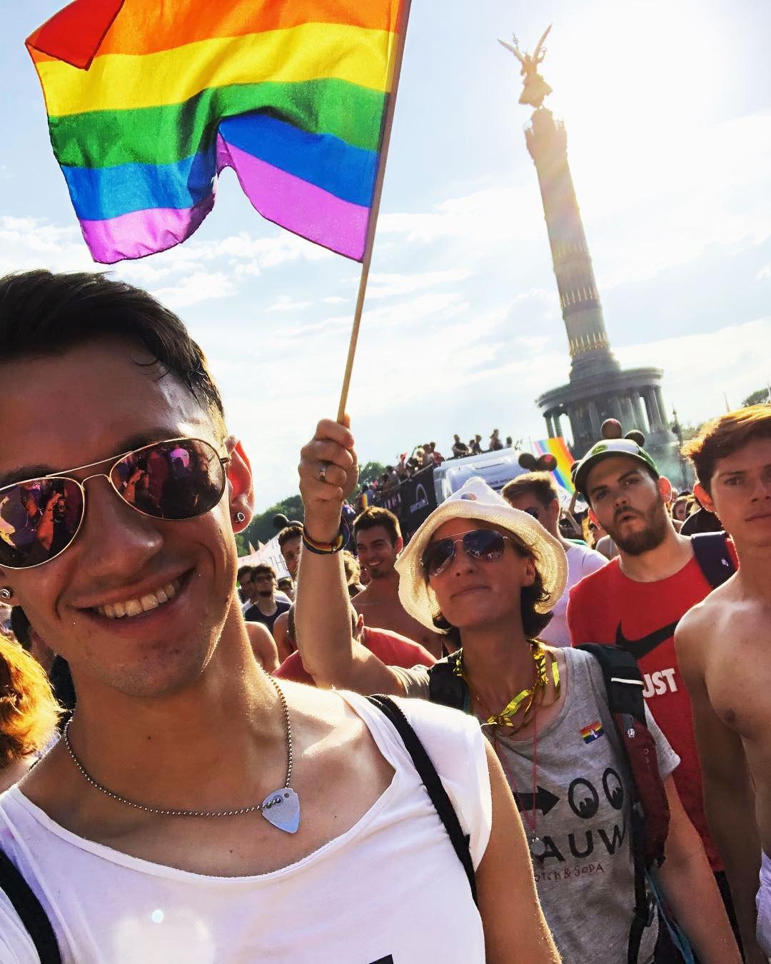 2018073019285345 - 数十万人在柏林参加CSD骄傲节
