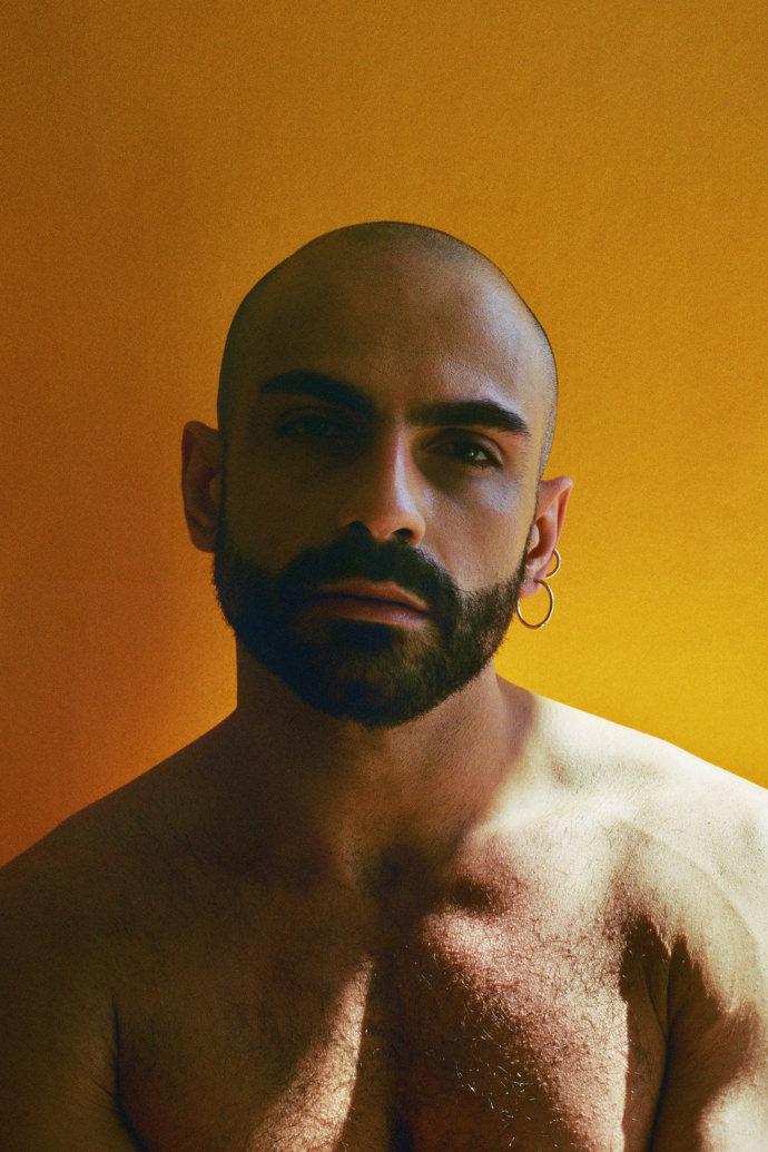 Gianluigi Porcu 1 mini - Portraits at home by James Barnett, a series against yellow黄色背景的艺术