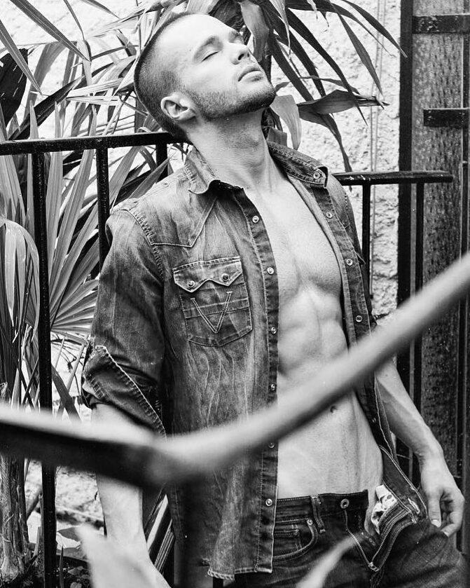 201808140418441 - 墨西哥帅气肌肉Instagram男模:Zach James