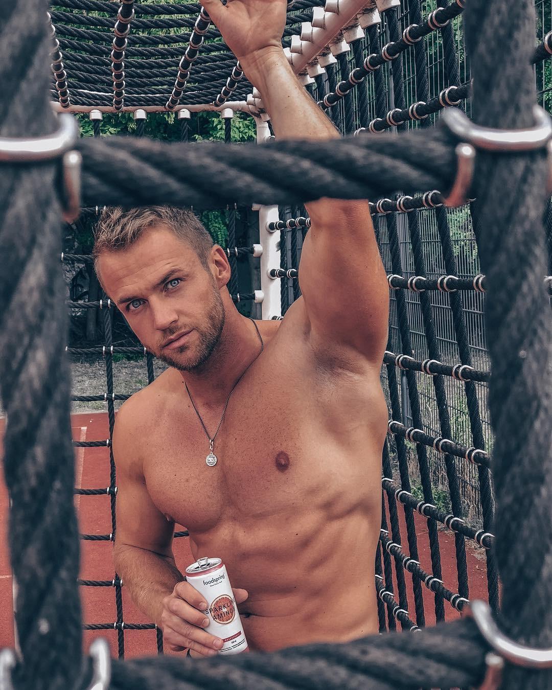2018081406305756 - 美国Instagram模特型男:Philipp Stehler