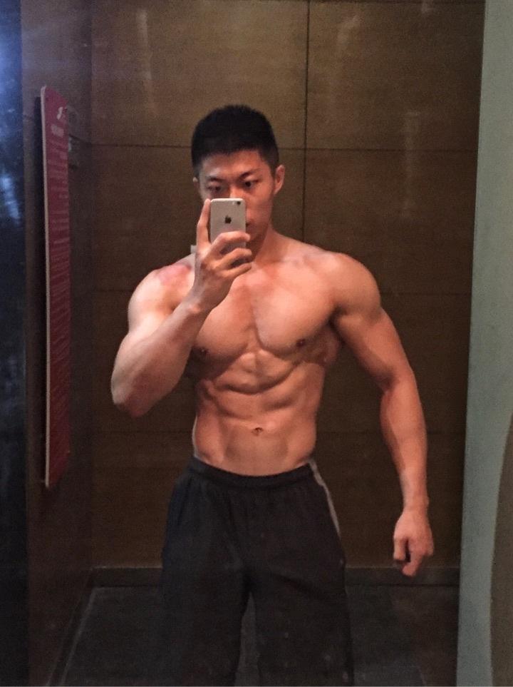 2018081603370447 - 作为一名肌肉男是怎样的体验呢?