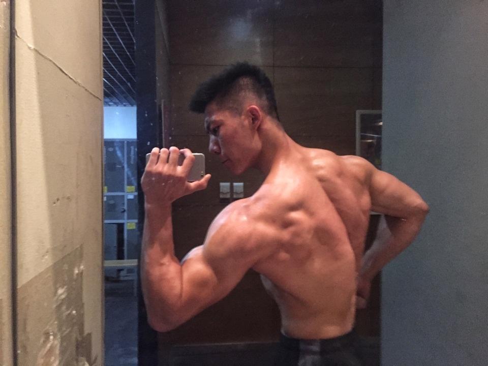 2018081603370773 - 作为一名肌肉男是怎样的体验呢?