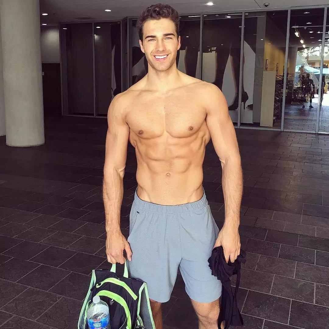 2018082905450455 - 爆红健身男孩Nic Palladino,他满足了我对青春的所有向往!