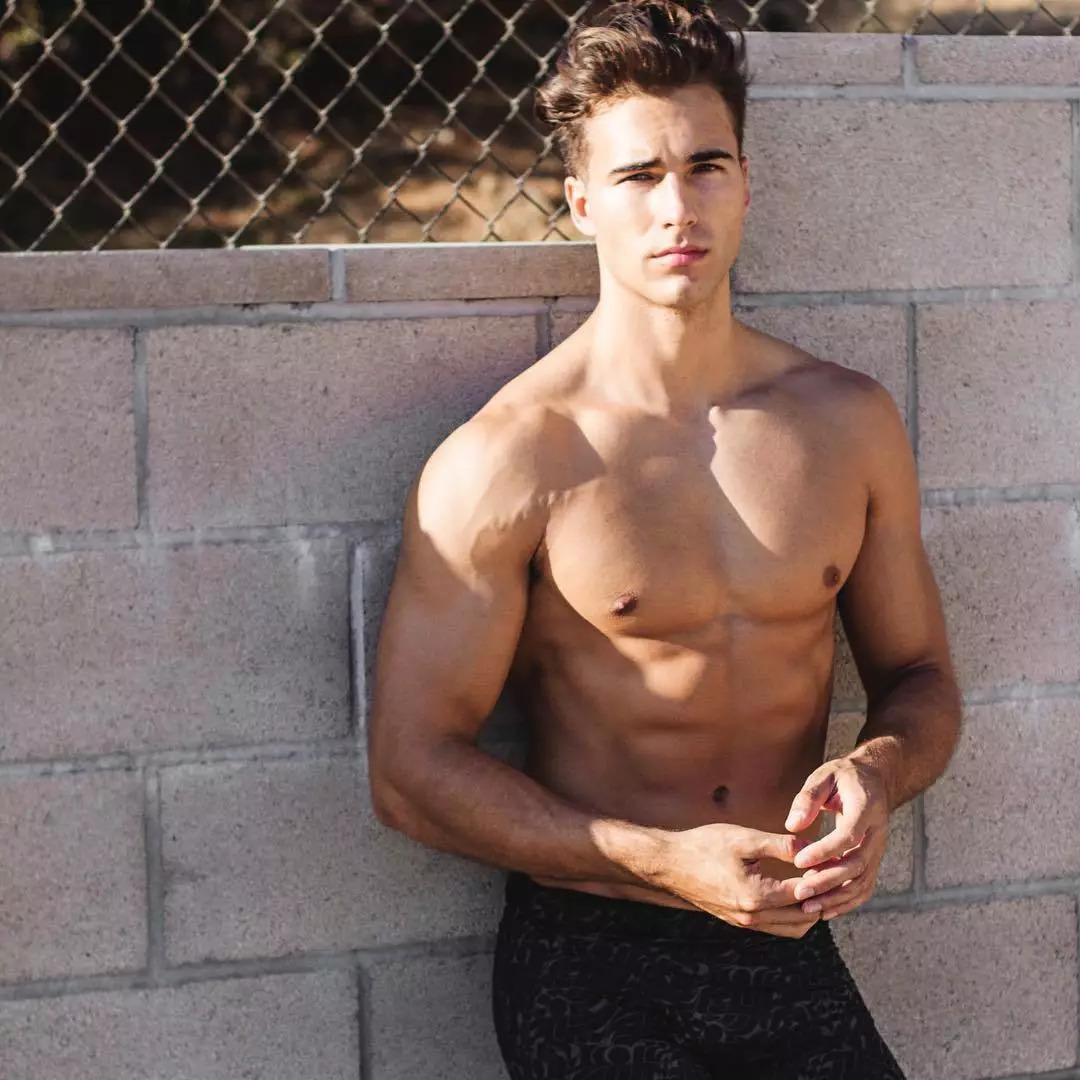 2018082905453516 - 爆红健身男孩Nic Palladino,他满足了我对青春的所有向往!