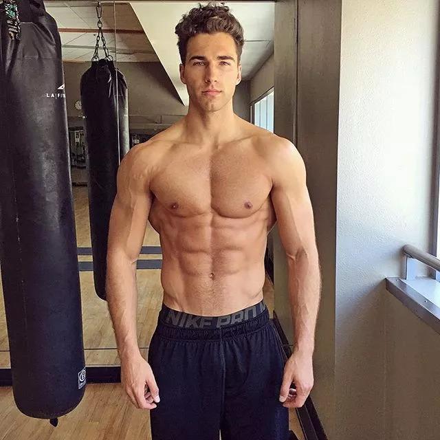 2018082905460690 - 爆红健身男孩Nic Palladino,他满足了我对青春的所有向往!