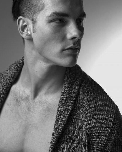 2018100210450427 - 在亚洲发展的哥伦比亚男模特 Edvinas Pètra