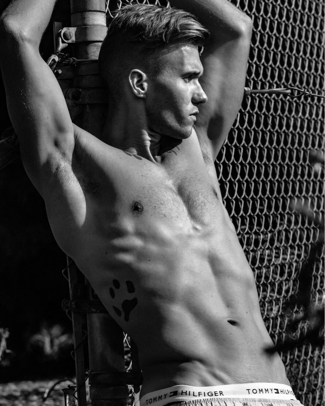 2018112915113646 - 大而不失和谐的美国男模Alex Macey / Armando Adajar摄影作品