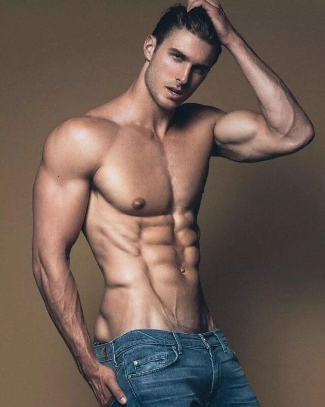 ecf33eab57194c2faa04e8ce44617324 - 美国模特Dusty Lachowicz 大筋肉小细腿,怪美的!