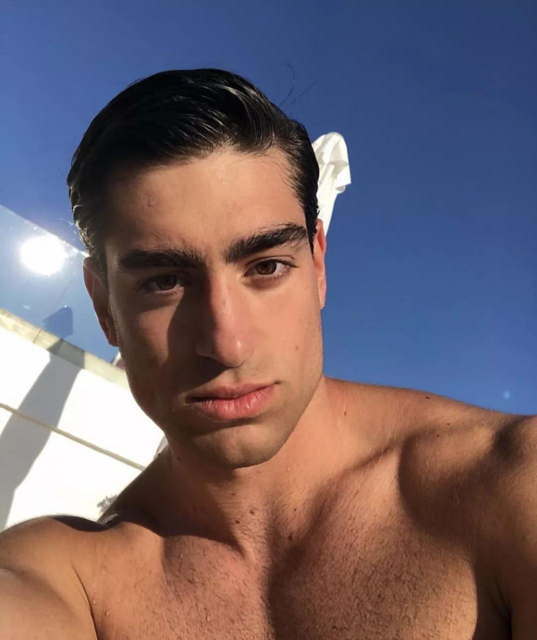 bb89238076584648a5edc4badf55b74d - 专注美黑的方脸男孩 Fabián Giraco,男友力直达Max