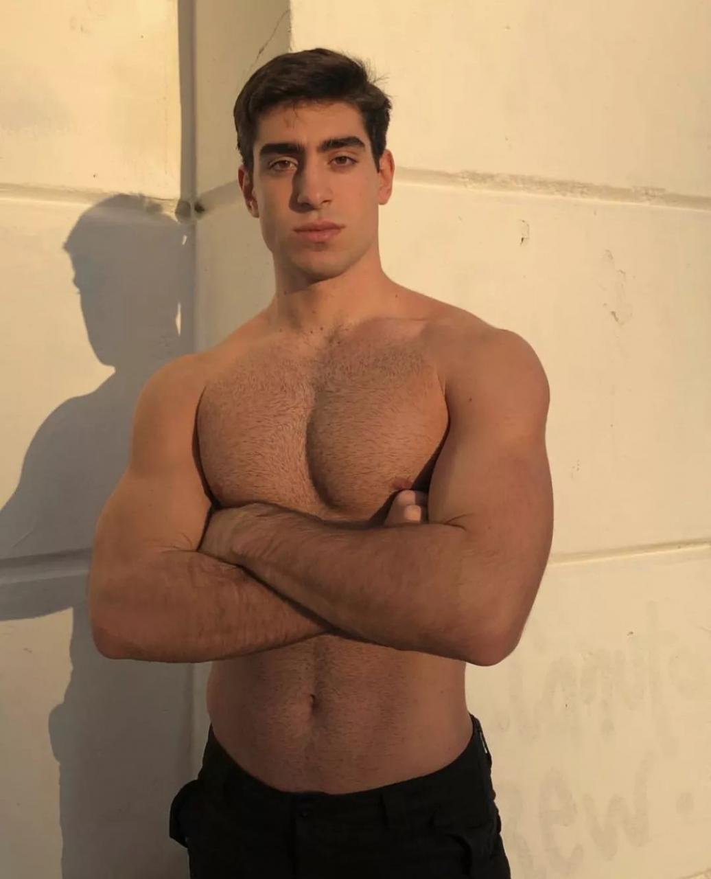 bf5b6b6692844611947ebd9f2d5bafb0 - 专注美黑的方脸男孩 Fabián Giraco,男友力直达Max