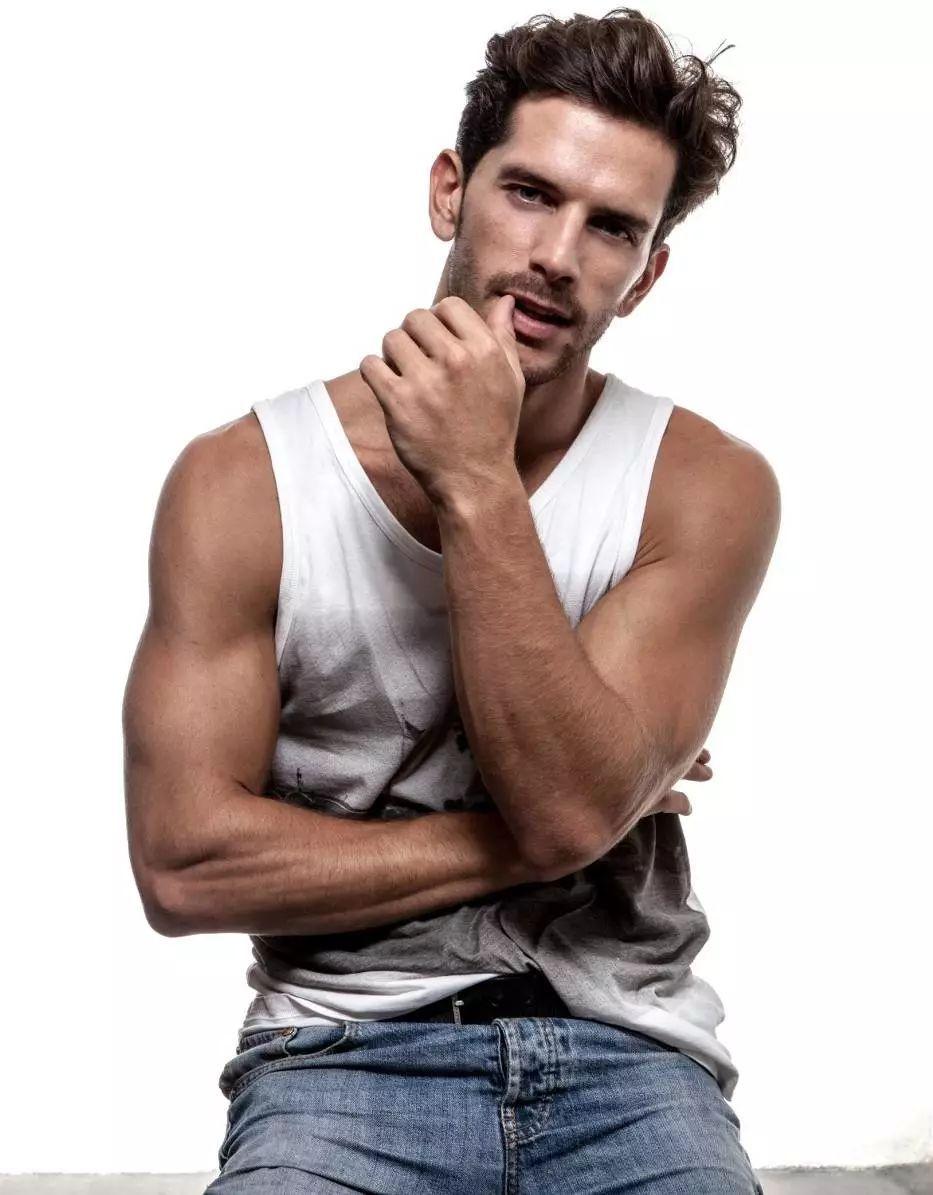 38ff08a0a39b4a12821d76203d3b92e4 1 - 他是西班牙超模大赛的冠军,当了十一年模特,三十一岁依旧帅气!