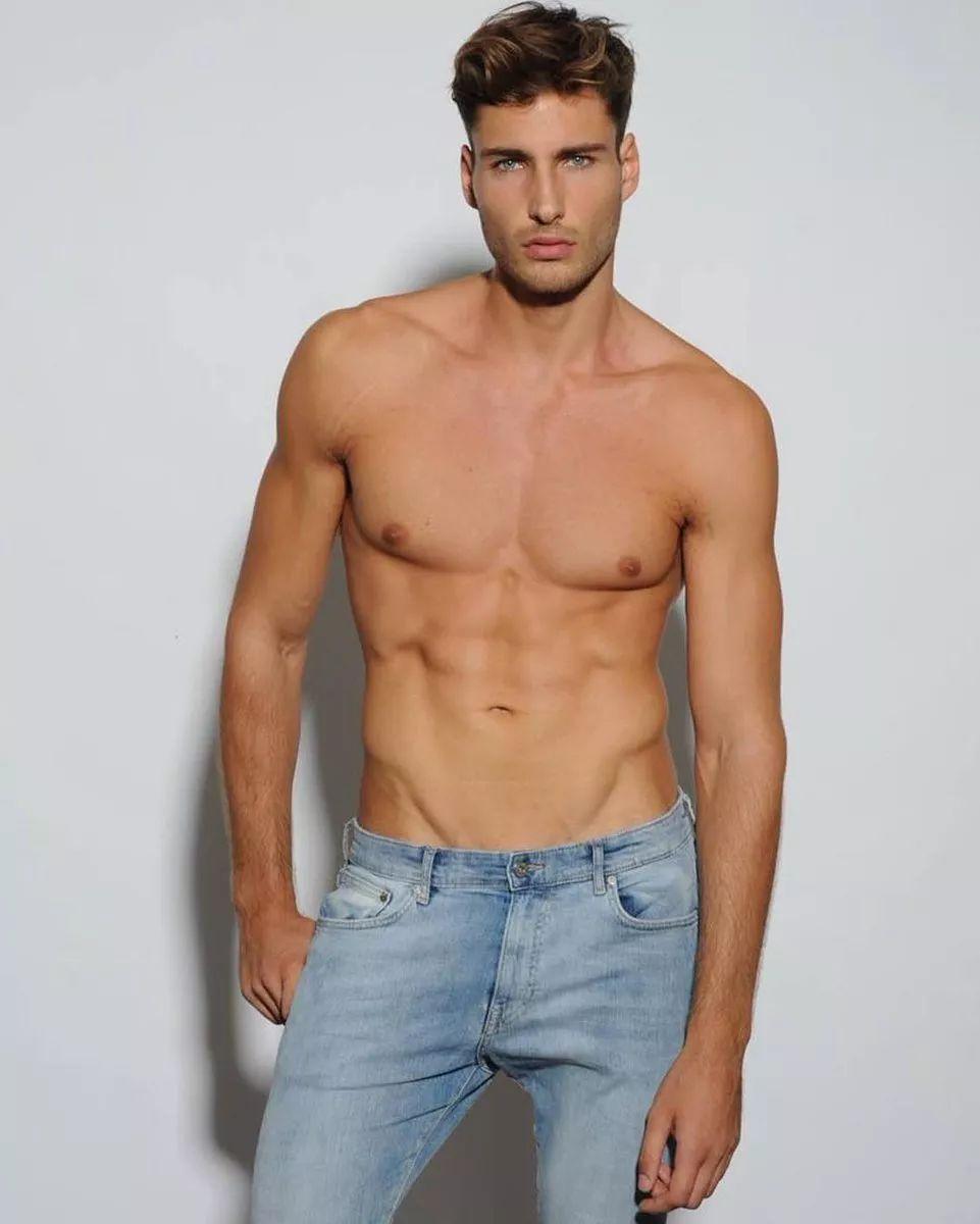 14c5e7d392c94ba7802e08db18576c8e - 来自奥地利的男模Christoph Leitner成为了时装周的热门