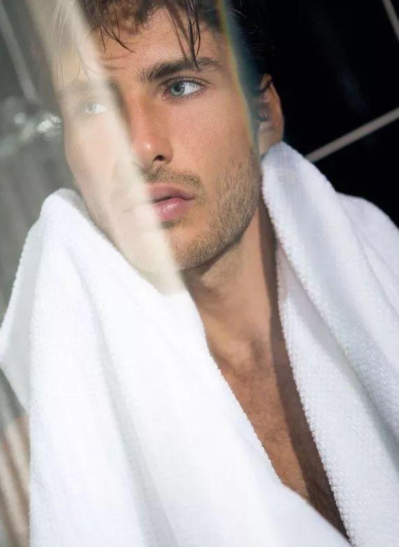 51039755fe4d48a38de7302855a9886f - 来自奥地利的男模Christoph Leitner成为了时装周的热门