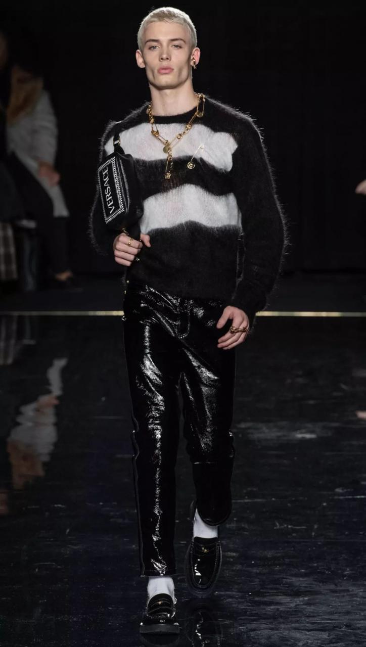 9c153342593c4500a26ababd54edf59f - 如今最红的巴西男模,才十八岁就成为Versace的最爱!