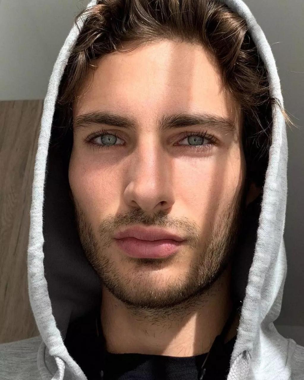 d3f4d81c9c734f72af937f200126b77f - 来自奥地利的男模Christoph Leitner成为了时装周的热门