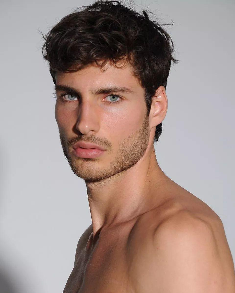 f6cf62b73dca4568a89f7a9ab15dea54 - 来自奥地利的男模Christoph Leitner成为了时装周的热门