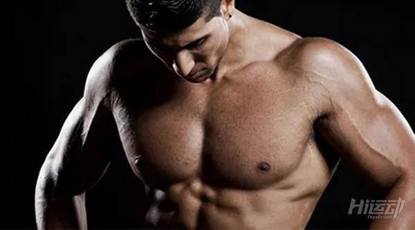 """5个动作强化胸肌!冬日把胸肌虐""""冒烟"""" - 图片1"""