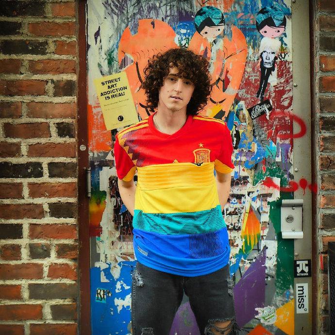 6589b70egy1ft0csbeh8ij20u00u045z - 这款彩虹球衣将在世界杯决赛日拍卖
