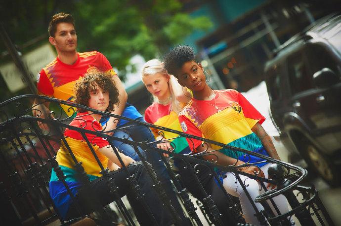 6589b70egy1ft0csbuptzj20u00jzn1h - 这款彩虹球衣将在世界杯决赛日拍卖