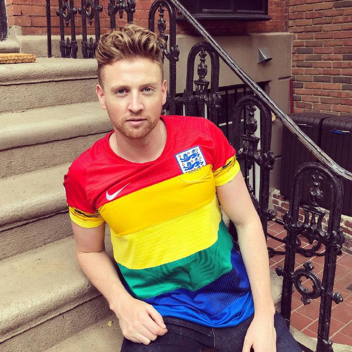 6589b70egy1ft0csde2oxj20u00u0gu9 - 这款彩虹球衣将在世界杯决赛日拍卖
