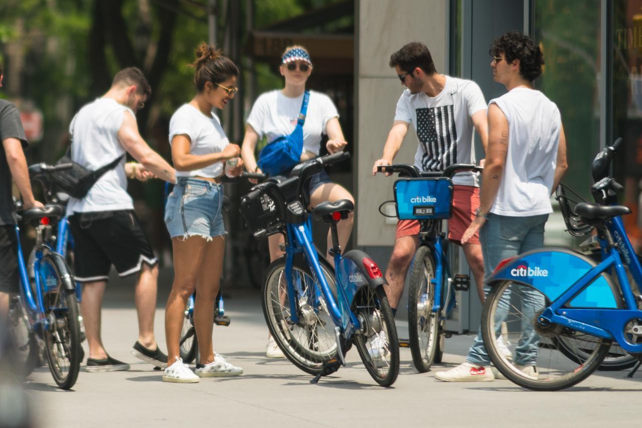 005QTIA6ly1ft2jt65f3rj32bc1jkkjl - 7月5号街拍 - 小乔二乔三傻Priyanka和他们的朋友在纽约街头骑行