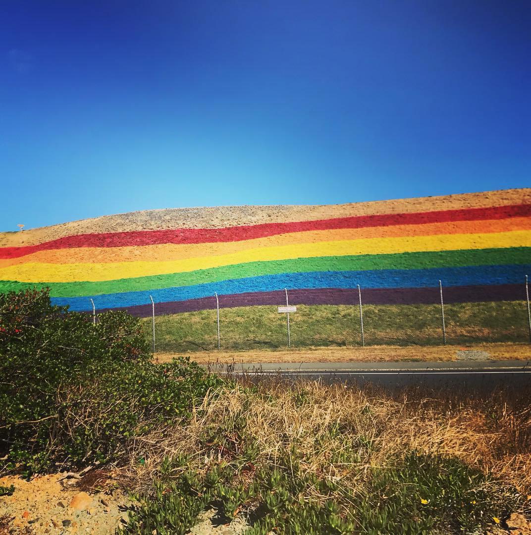 """6589b70egy1g0mk97sficj20ts0u0dnj - 这可能是世界上第一条""""彩虹机场跑道"""""""